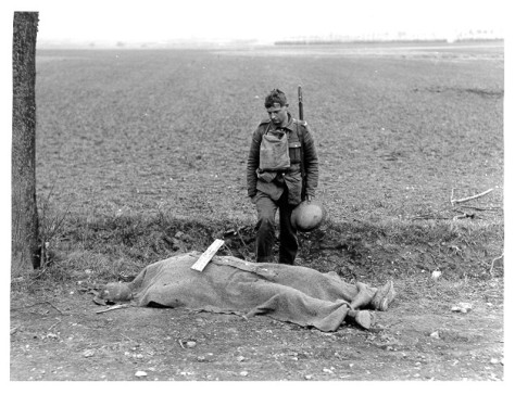 archive_pic_dead_soldier_roadside-711050